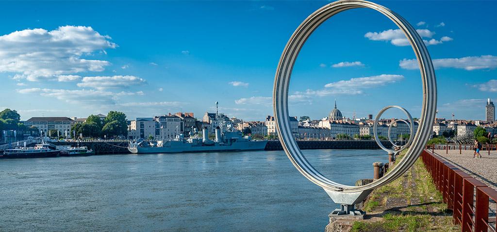 Nantes et la Loire au travers des anneaux de Buren