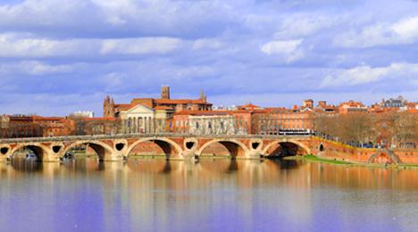 Vue de Toulouse depuis la Garonne