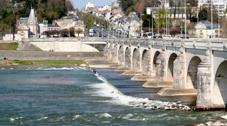 Pont à Tours